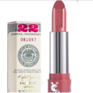 Kylie Lipstick in Hustle Honey Birthday Edition💋